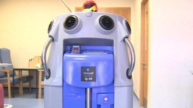 Y glanhawr robot
