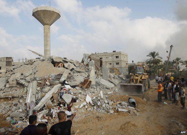 Rescue workers in Rafah, Gaza Strip, 29 July
