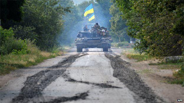 Ukrainian troops patrol 30km (20 miles) from Donetsk, 31 July 2014
