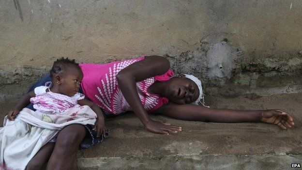 A Liberian woman weeps over the death of a relative from Ebola on the outskirts of Monrovia (6 August 2014)