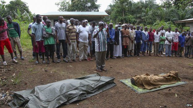 Liberian Muslims perform prayers before the burial of Ebola victims on the outskirts of Monrovia (6 August 2014)