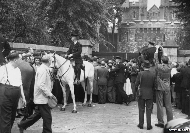 Crowds outside Holloway Prison for the execution of Ruth Ellis, the last woman to receive the death penalty in Britain, 1955