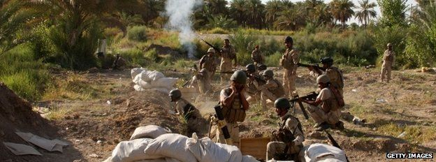 Iraqi soldiers firing at Islamic militants