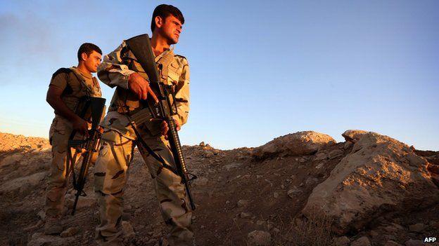 Iraqi Kurdish Peshmerga fighters take position on the front line in Makhmur