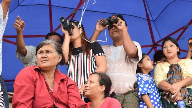Picture of Burmese people watching the search operation
