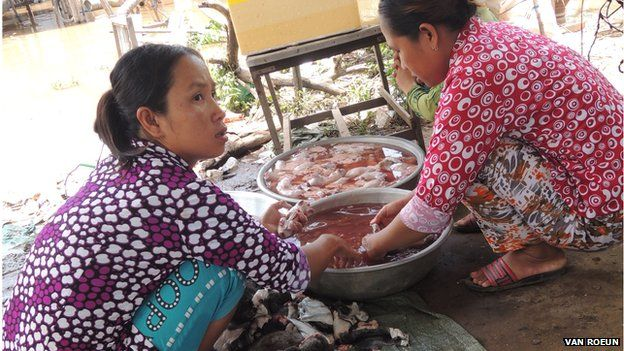 Picture of women preparing ready-to-eat rats