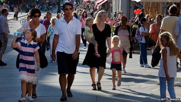 Shoppers in downtown Oslo