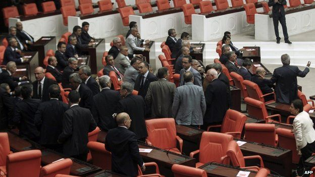 Members of the main opposition Republican People's Party (CHP) leave parliament during the swearing-in ceremony of the parliament (28 August 2014)