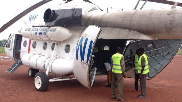 Unicef Staff loading food aid and medical supplies in a helicopter in Rumbek, South Sudan (September 2014)