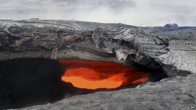 US Geological Survey shows a fluid lava stream within the main tube of the June 27 lava flow from the Kilauea volcano Pahoa, Hawaii 12 August 2014