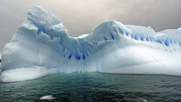 Icebergs drift in the sea in Cierva Cove, on the coast of the Antarctic Peninsula in Antarctica. 17/12/2006