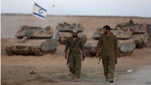 Israeli soldiers near border with Gaza (25/08/14)