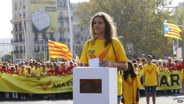 A girl simulates the vote for the independence of Catalonia during celebrations of Catalonia National Day (Diada) in Barcelona, 11 September 2014