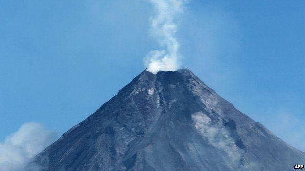 Mayon volcano spews white smoke as seen from Legaspi City, Albay province, southeast of Manila on 16 September, 2014