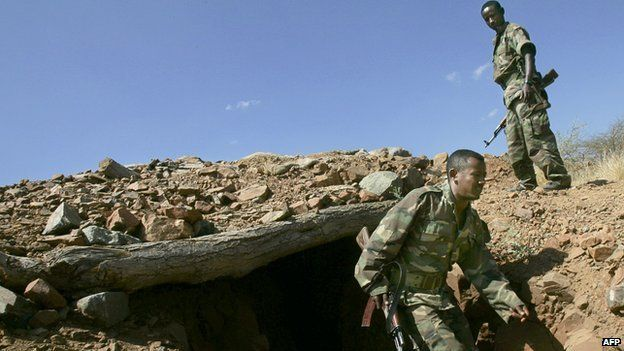 Ethiopian soldiers emerge from a trench 20 November 2005 on a hilltop overlooking the northern Ethiopian town of Badme