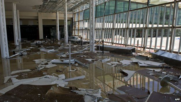 Damage at the airport of San Jose del Cabo (16 September 2014)