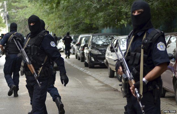 Masked police outside court in Pristina (17 Sept)