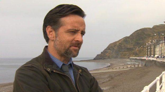 Richard Harrington, DCI Mathias yn Y Gwyll
