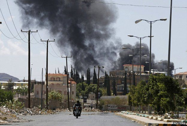 """Smoke rises from an area where Shi""""ite Houthi rebels are fighting against government forces in Sanaa - 21 September 2014"""