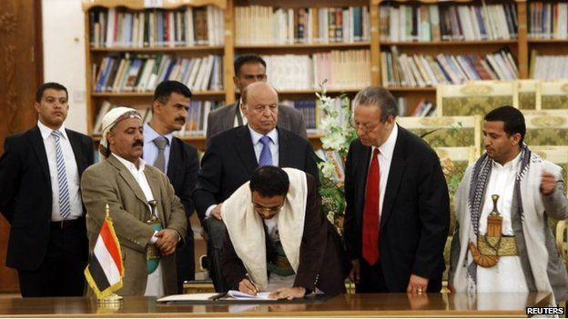 Houthi and government officials at peace deal signing in Sanaa (21/09/14)