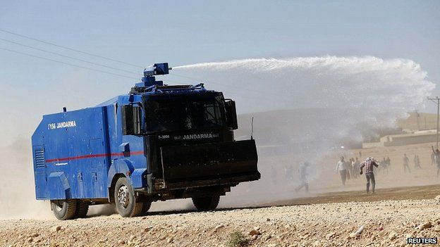 Turkish forces clash with pro-Kurdish protesters in Suruc. 22 Sept 2014