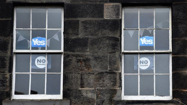 Windows displaying Yes and No posters in Edinburgh