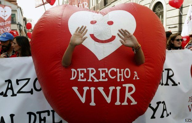 """A protester with a """"Right to live"""" heart during an anti-abortion protest in Madrid (21 Sept)"""