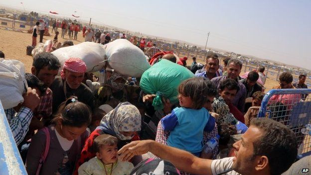Syrian refugees enter Turkey at Yumurtalik crossing gate near Suruc, Turkey, 24 September 2014