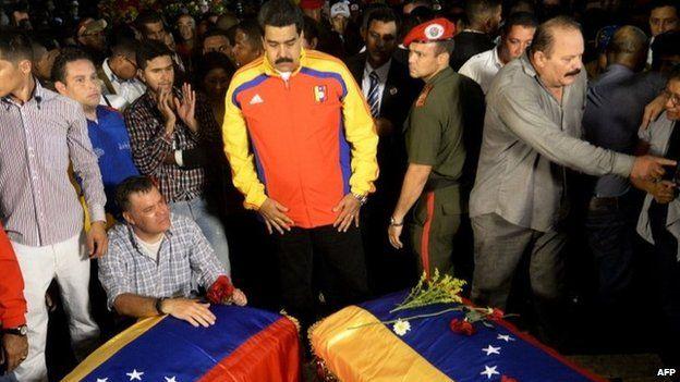 Maduro stands before the coffins of Serra and Herrera