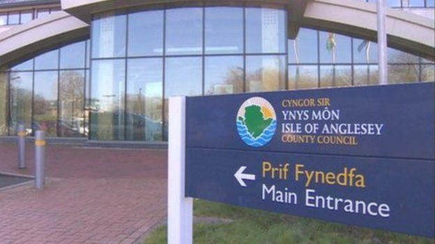 Swyddfeydd Cyngor Sir Fôn