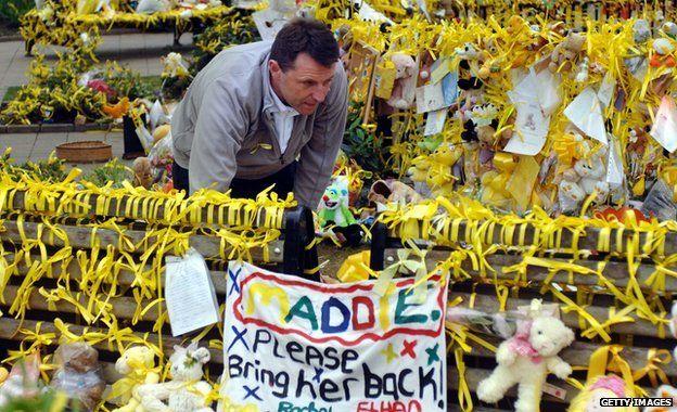 Gerry McCann looks at yellow ribbons