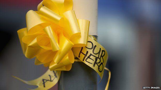 Alan Henning ribbons
