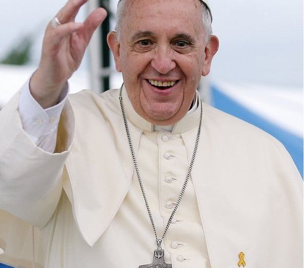 Pope Francis with yellow ribbon badge