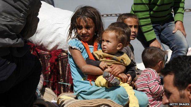 Civilians continue to flee Kobane across the Turkish border, 7 Oct