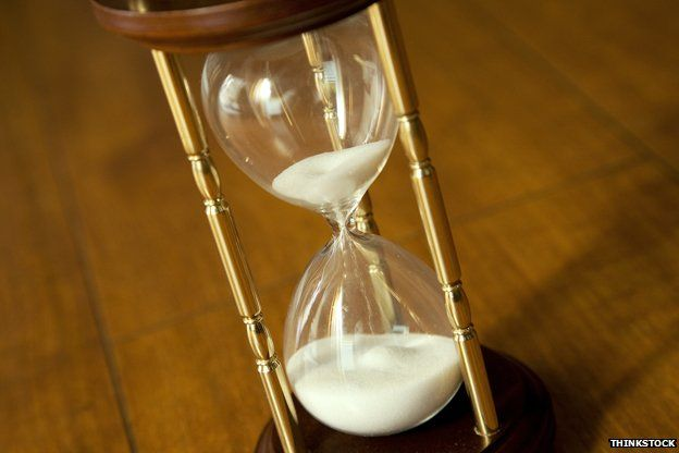 Sand going out of an hourglass