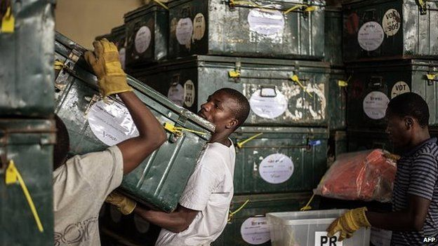 Mozambican Electoral Commission workers load election kit containing ballot boxes and voting material to be shipped out to the countryside on 13 October 2014 at a warehouse in Maputo, Mozambique