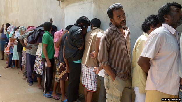 Migrants sent back to Sri Lanka by Australia queue at the magistrate's court (July 2014)