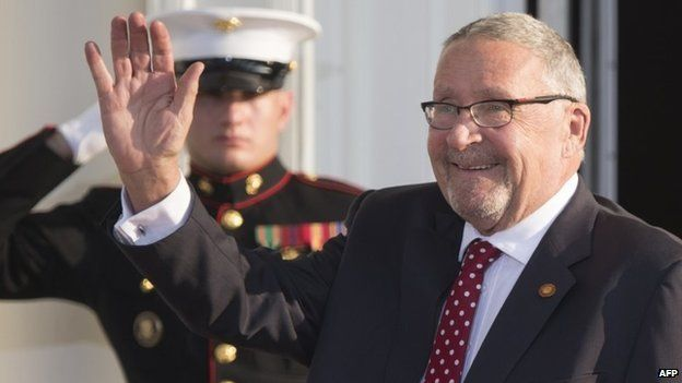 Guy Scott waving upon his arrival at the White House for a group dinner during the US Africa Leaders Summit (5 August 2014)