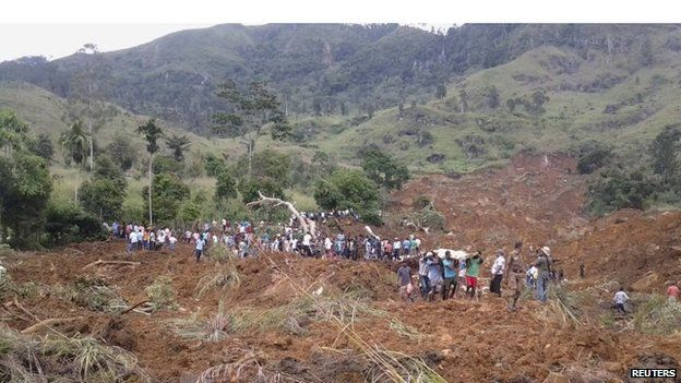Rescuers at the scene of the disaster on Wednesday (29 October 2014)