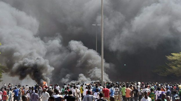 Burkina Faso's parliament on fire (30 October 2014)