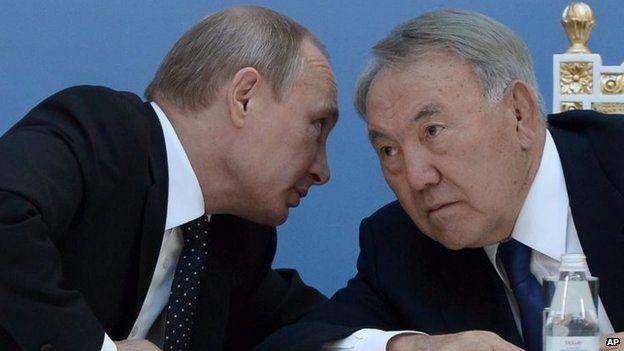 Kazakhstan's President Nursultan Nazarbayev (right) and Russian President Vladimir Putin (September 2014)