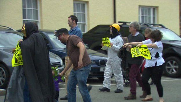 protestwyr cymdeithar yr iaith