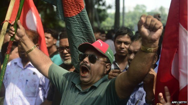 Activists and former freedom fighters celebrate following the sentencing against Jamaat-e-Islami party leader Mir Quasem Ali in Dhaka, Bangladesh on 2 November 2014
