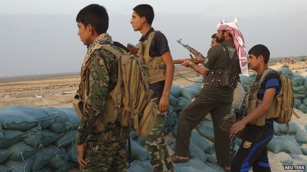 Tribal fighters fight in the town of Amriyat al-Falluja,in Anbar province on 31 October 2014