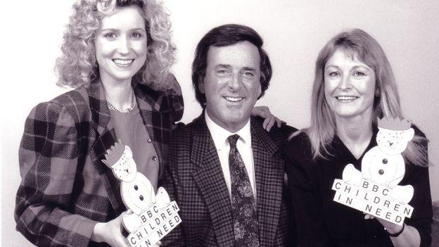 Angharad Mair gyda Terry Wogan a Sue Cook yn 1986