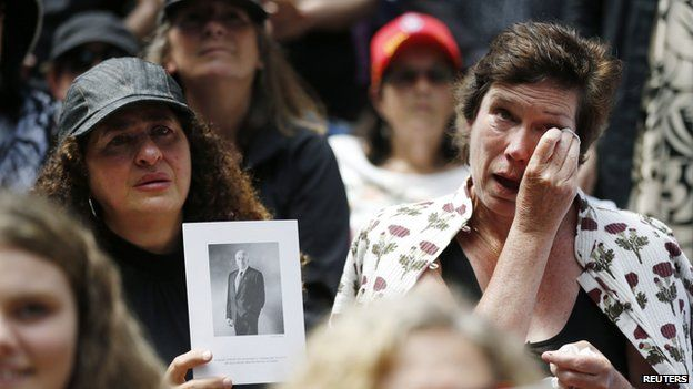 Supporters of former Australian Prime Minister Gough Whitlam react while watching a live telecast of his memorial service at Sydney's Town Hall, November 5, 2014. Whitlam, who died on October 21 aged 98, was one of his country's most revolutionary yet divisive statesmen, forging ties with China but triggering a constitutional crisis that split the country.