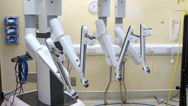 Uned llawdriniaeth robotaidd