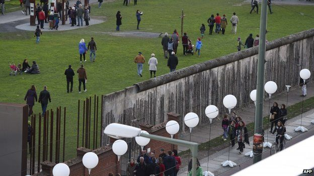 White balloons along the former course of the Wall - 8 November