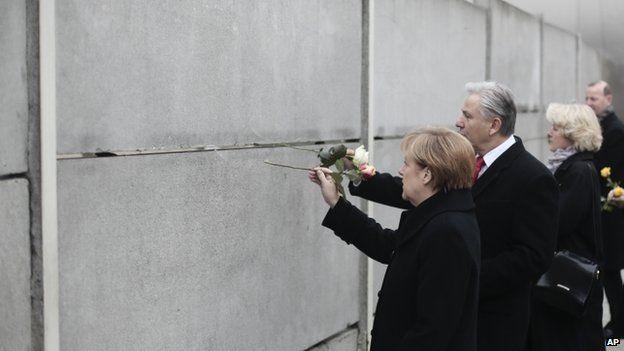 Angela Merkel wrth wal Berlin