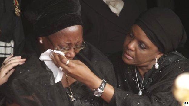 Christine Kaseba Sata, wife of the late Zambian president is comforted by first lady of Zimbabwe, Grace Mugabe (R)